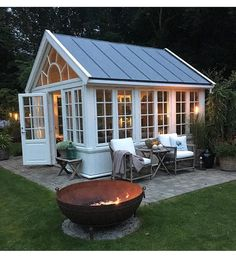 Love this for a pool house! Love this for a pool house! Backyard Greenhouse, Small Greenhouse, Greenhouse Plans, Backyard Sheds, Backyard Studio, Small Gazebo, Homemade Greenhouse, Pool House Shed, Pallet Greenhouse