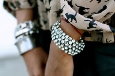 ♥ the cat print bangles, bracelets and cuffs Colar Fashion, Punk Fashion, Fashion Necklace, Fashion Jewelry, Style Fashion, Heart Pendant Necklace, Heart Earrings, The Bling Ring, Bling Bling