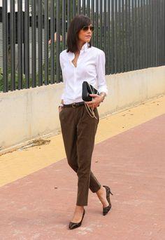 Business Outfit Frau unterwegs