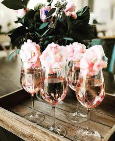 Sparkling Rose with Cotton Candy party decorations deko drinks getränke ideas ideen recipes schnelle party party drinks Valentinstag Party, Party Drinks, Fun Drinks, Beverages, Mimosa Party, Alcoholic Drinks, Birthday Brunch, 25th Birthday Parties, Birthday Morning