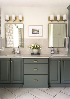 My modern organic bathroom design is highly impacted by mix metal finishes! Learn how to mix metals in bathroom finishes with 3 simple tips. #fromhousetohaven #bathroomdesign #mixedmetals #bathroomfinishes #bathroomdecor #guestbath #masterbath