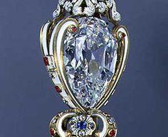 """Star of Africa - 530,20 carati, il Cullinan I o """"Star of Africa"""" è il più grande diamante del mondo. Ha forma di pera con 74 sfaccettature, e fa parte dello scettro britannico. venne tagliato da una pietra grezza di 3.106 carati, il Cullian, la più grande mai trovata, che venne scoperta nel Transvaal, in Sudafrica, Africa nel 1905. Fu tagliato da Joseph Asscher che lo esaminò per sei mesi prima di decidere come procedere."""