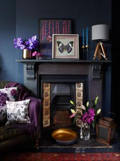 Gothic interior Deep colours are bang on-trend but need contrast to shine. If you have a black fireplace, try pairing it with reflective textures, such as glowing bronze metallic and warm copper, and some jewel tones. Deco Violet, Home Living Room, Living Room Decor, Purple Living Rooms, Dark Walls Living Room, Gothic Living Rooms, Apartment Living, Dining Room, Salons Violet