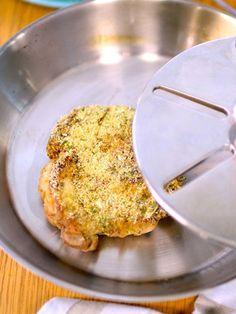 皮目をパリッとしあげたら、ビールがすすむおつまみに!|『ELLE a table』はおしゃれで簡単なレシピが満載!