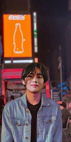 Taehyung Selca, Kim Taehyung Funny, Bts Jungkook, Foto Bts, Bts Photo, Bts Kim, V Bts Cute, Taehyung Photoshoot, V Bts Wallpaper