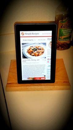 Tablet holder (Maple wood)