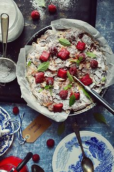 Smaki Alzacji : Ucierane, bezglutenowe ciasto z rabarbarem i malin...