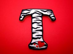 tutorial on how to make zebra striped cookies...who knew it was that easy :)