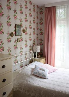 Highlight your walls for a simple #GrannyChicDecor