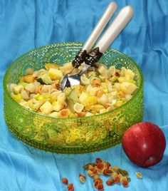 Kanapeet: Juustoinen broileri-pastasalaatti Tuli, Guacamole, Pasta Salad, Acai Bowl, Serving Bowls, Food And Drink, Baking, Vegetables, Breakfast