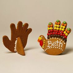 Take Your Places ~ Gather your kids in the kitchen to bake up a batch of these turkey place card cookies. Let kids help cut out the hand-shape cookies and decorate them with colorful candies. Then write your guests' names on the cookies with frosting to use as place cards on the Thanksgiving table