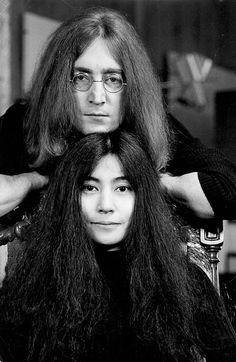 Yoko Ono and John Lennon photographed by Tom Blau,. Jhon Lennon, John Lennon Yoko Ono, Imagine John Lennon, Plastic Ono Band, Ringo Starr, Paul Mccartney, The Beatles, Rock And Roll, Portrait Photography