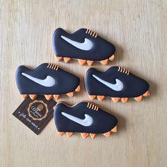 ✨ Biscoitos decorados para festa tema futebol ⚽️✨ Para informações contato@maisondubrigadeiro.com