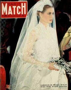 La Princesse Grace de Monaco sur la couverature de Paris Match. Le marriage etait le 19 avril, 1956.