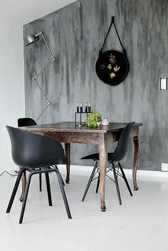 About A tuoli musta yhdistetty hienoon puu pöytään :)