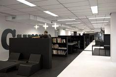 #Office #Tuesday – Gummo: Nieuw 'tweedehands' kantoor. De werkplekken zijn met grijze vlakken op de vloer aangegeven.