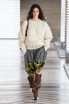 Louis Vuitton | Ready-to-Wear Autumn 2021 | Look 17 Live Fashion, Fashion Week, Runway Fashion, Fashion Show, Womens Fashion, Fashion Trends, Nicolas Ghesquière, Dior, Atelier