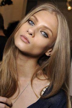 Just Perfect 30+ Incredible Dark Blonde Hair Color Ideas For Cute Women https://www.tukuoke.com/30-incredible-dark-blonde-hair-color-ideas-for-cute-women-14956