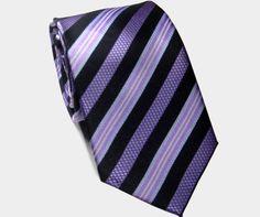 """Confira aqui o mini-curso completo sobre como dar nó em gravata. Clique, faça seu login e aprenda. A gravata é um acessório elegante mas capaz de tirar o sossego de muita gente. Você ficaria surpreso se soubesse o número de homens que, por alguma razão, não sabem fazer o nó de suas próprias gravatas. Por...<br /><a class=""""more-link"""" href=""""https://catracalivre.com.br/geral/educacao-3/indicacao/voce-sabe-dar-no-em-gravata-aprenda-em-passos-simples/"""">Continue lendo »</a>"""