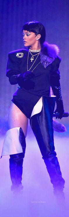 Rihanna MTV Awards