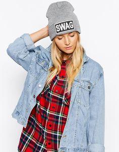 Chapeau par Liquorish Article en maille Modèle à revers Étiquette griffée  Swag Forme bonnet classique Lavage