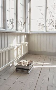 From today - Stil Inspiration White Washed Floors, White Paneling, Closed In Porch, Porch Enclosures, Porch Windows, Sleeping Porch, Deco Nature, Swedish House, Scandinavian Home