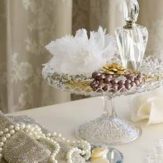 ❤ Vintage jewellery displayed beautifully on a vintage cake stand. Love the fab vintage evening handbag to left of picture Perfume Display, Perfume Tray, Perfume Bottles, Girlie Style, Vintage Cake Stands, Victorian Cottage, Gifts For Photographers, Take The Cake, Plate Stands