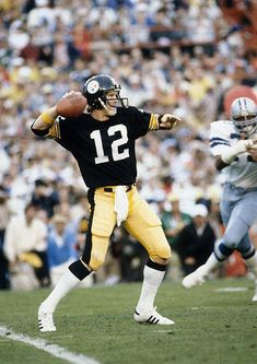 527537a02eb Terry Bradshaw (Pittsburgh Steelers) looks to pass against the Cowboys.   bestsportsmemes Football