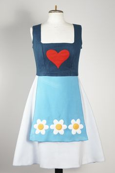 Dirndl & Trachtenkleider - Fleece-Dirndl. I love the simplicity of this one. Almost like a gnome from a fairy tale.
