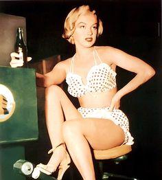 """Marilyn Monroe behind the scenes of """"Love Nest"""""""