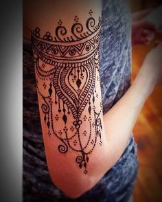 Inspired by this amazing arm band henna tattoo. So striking! Would look amazing as embroidery on our Bohenna tunics http://bohennaclothing.com/