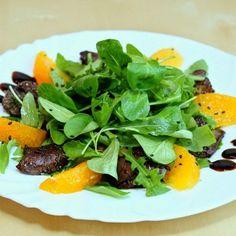 Теплый салат из куриной печени с апельсином