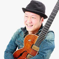 講師紹介ページを更新しました! 新しくクラシックギター、ジャズギターの先生が加わりました! ギタリストの 鎌田信一(かまたしんいち) 先生です。 日本・アメリカを中心にワールドワイドに演奏活動し、帰国後、地元愛知県名古屋市に戻り市内を中心に演奏活動を開始しています。 宜しくお願い致します(^^)/