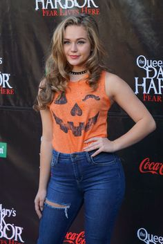 brec-bassinger-the-queen-mary-s-dark-harbor-2016-at-queen-mary-beach-in-long-beach-09-29-2016-5.jpg Bild anklicken, um das Fenster zu schließen!