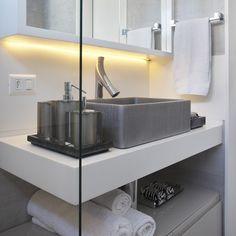 Projeto da @angelamezaarq com produtos Vallvé em evidência! Foto: MCA Studio #designinteriores #decorbathroom #decoration #interiordesign #interiores #vallvébanheiros #vallve #vallvé