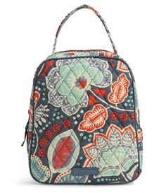Vera Bradley Lunch Bunch, Nomadic Floral: Don't let a brown paper bag ruin your style game. Carry your sandwich in style! Vera Bradley Purses, Vera Bradley Backpack, Vera Bradley Lunch Bag, Vera Bradley Nomadic Floral, Floral Bags, Zipper Bags, Look Fashion, Fashion Goth, Fashion Jewelry