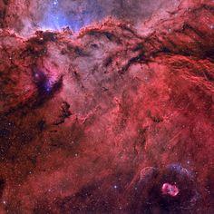 NGC 6188, эмиссионная туманность в созвездии Жертвенник, и NGC 6164, эмиссионная туманность в созвездии Наугольник