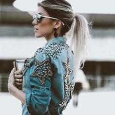 42 ideas for customizing the old denim jacket. Further instructions - Denim Jacket Outfit Outfit Jeans, Jean Jacket Outfits, Jacket Jeans, Denim Fashion, Look Fashion, Fashion Outfits, Fashion Tips, Mode Jeans, Trendy Swimwear