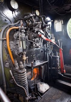 The cab interior of GW pannier tank steam locomotive no. 5786 at Buckfastleigh on the South Devon Railway. by Willi_G Old Trains, Vintage Trains, Steam Railway, Bonde, Train Pictures, Train Engines, Ex Machina, Steam Engine, Steam Locomotive