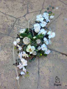 Sympathy Flowers, Funeral Flowers, Black Flowers, Ikebana, Food Design, Floral Arrangements, Beautiful Flowers, Floral Design, Floral Wreath