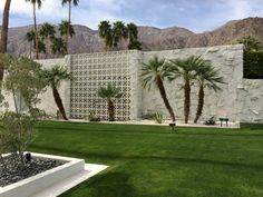Awesome breeze block wall backyard inspiration ideas 28 - Curved garden edging may sound complicated, but it's a surprisingly effortless effect you may recreate yourself without much work! Moving a wall out a. Modern Landscape Design, Landscape Plans, Modern Landscaping, Modern Design, Palm Springs Style, Palm Springs California, Breeze Block Wall, Modernism Week, Spring Landscape