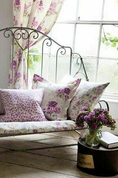 beautiful #shabby #floral nook - would love this in the dream Darling Lovely Life home!