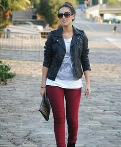 Jacket leather, jean red wine – Outfit Inspiration & Ideas for All Occasions Legging Outfits, Outfit Jeans, Burgundy Jeans Outfit, 40s Outfits, Jean Outfits, Chic Outfits, Outfit Pantalon Vino, Wine Pants, Outfit Vestidos