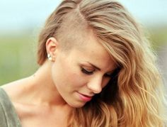 The best styles of side shaved haircuts that are fashionable. These famous were encouraged to change styles-shaved-asymmetrical-blonde-wavy Assymetrical Haircut, Short Hair Cuts, Short Hair Styles, Undercut Long Hair, Half Shaved Hair, Blonde Wavy Hair, Ombré Hair, Crazy Hair, Hair Today