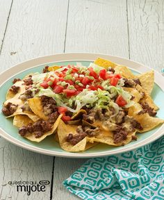 Sure, you've had nachos before but have you had supremely delicious nachos topped with seasoned ground beef, cheese sauce, lettuce, tomatoes and onions? Now's your chance with our Nachos Supreme recipe! Quick And Easy Appetizers, Easy Appetizer Recipes, Snack Recipes, Ground Beef Nachos, Ground Beef Recipes, Tortillas, Chili Nachos, Nachos Supreme, Chicken Tortilla Soup