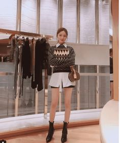 10 korean fashion style ideas to refresh your look and wardrobe in Korean Fashion Winter, Korean Fashion Casual, Korean Street Fashion, Seoul, Kang Sora, Fashion Office, Korean Summer, Style Casual, Korean Actresses