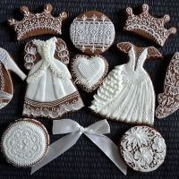 beautiful wedding dress and crown cookies