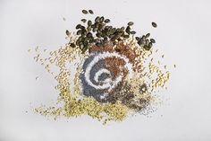 Siementen käyttö ruoanlaitoissa kasvaa koko ajan. Siemevät ovat erittäin terveellisiä ja ne lasketaan super foodien joukkoon. Super, Nutrition, Food, Eten, Meals, Diet
