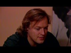 ▶ David Gilmour (Pink Floyd) interview about guitar playing (early '80s) - Love this man, enjoy!!