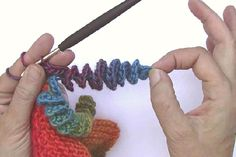 TRICO y CROCHET-madona-mía: How to Crochet * Corkscrew spirals made easy * decoration for hats and s. Bonnet Crochet, Crochet Motifs, Crochet Stitches Patterns, Knit Or Crochet, Crochet Crafts, Yarn Crafts, Crochet Hooks, Knitting Patterns, Spiral Crochet
